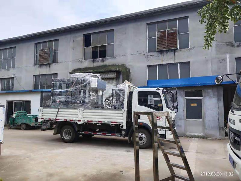 全自动zhi线式酱油醋灌装机发往山西