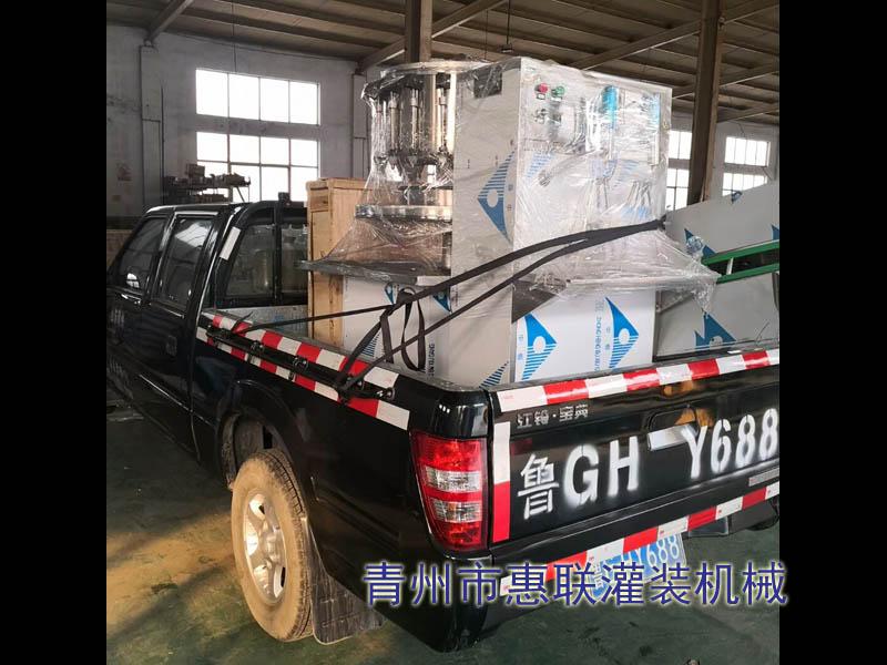 2头玻li水灌装机发往上海