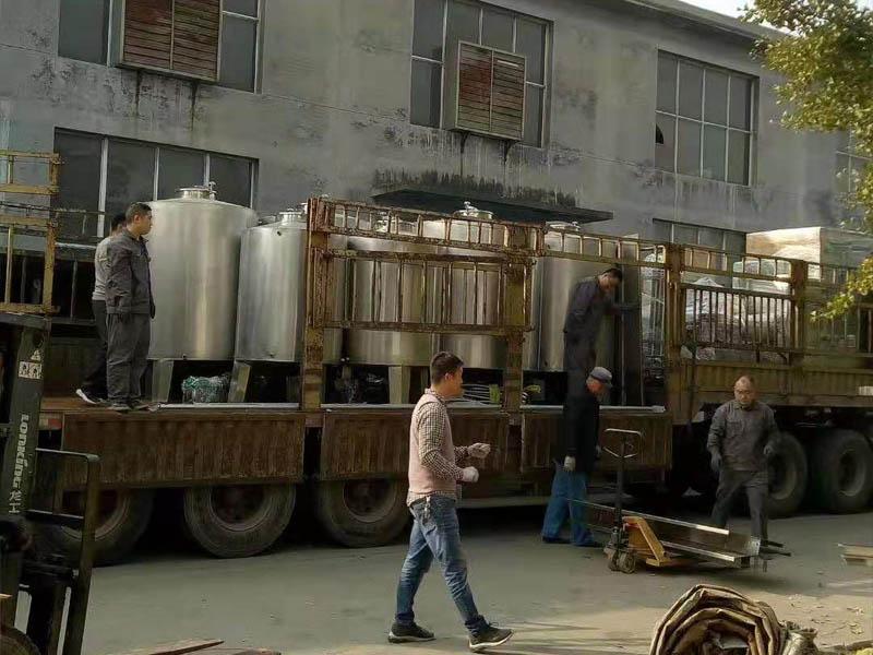 白酒guanzhuang机sheng产线zheng套设bei发货