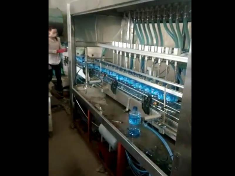 全zidong玻li水灌装机视频